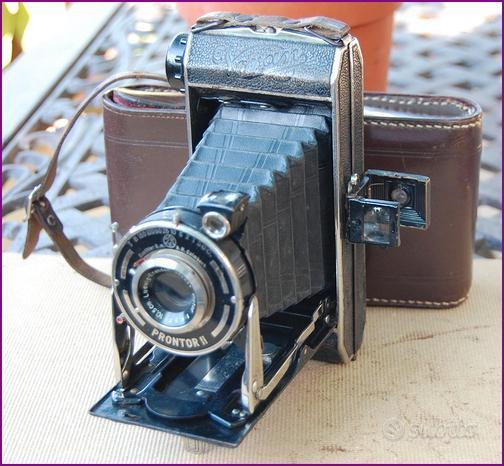 Antica macchina fotografica camera