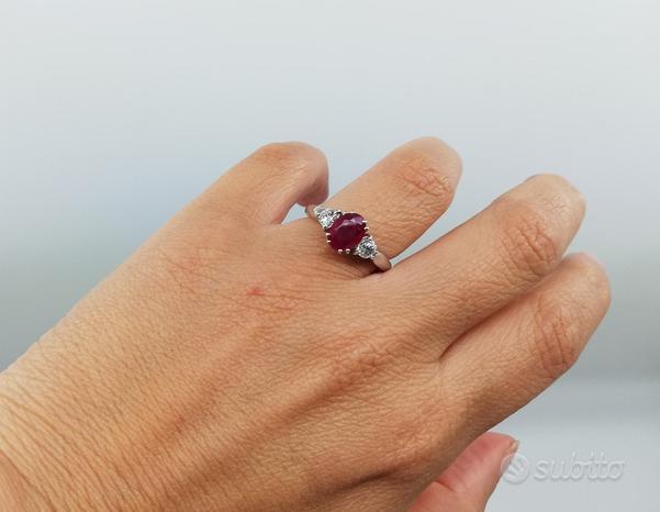 Anello in Oro 18 kt con Rubino 1,5 Ct e Diamanti