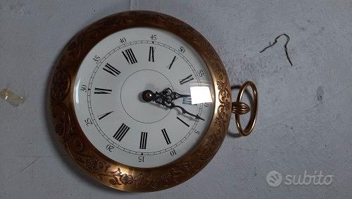 Antico orologio da muro