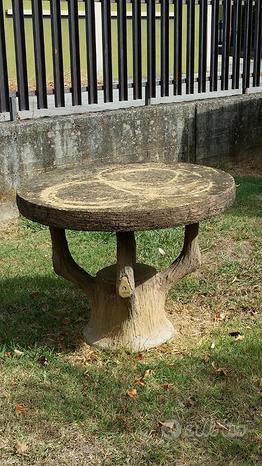 Tavolo da giardino in sasso