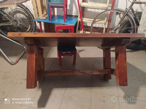 Tavolo in legno fatto a mano