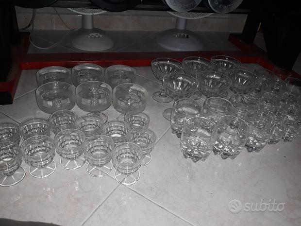 Servizi di bicchieri di cristallo