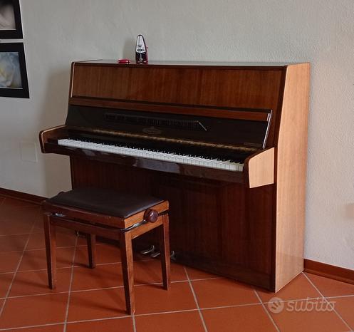 Pianoforte acustico verticale