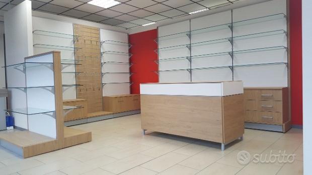 Scaffali per farmacia in legno e vetro