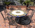 Tavolo in pietra lavica vietrese rotondo