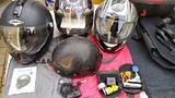 Vestiti caschi e accessori per motociclisti
