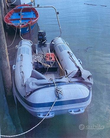 Barca gommone a motore con carrello