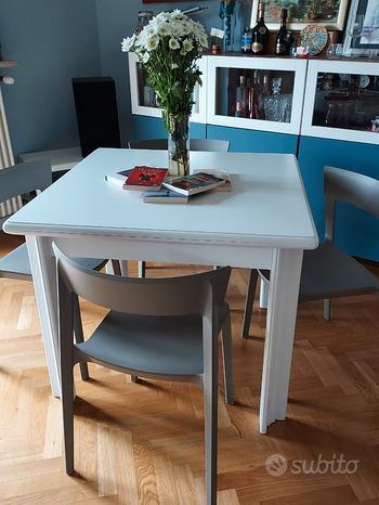 Tavolo bianco quadrato in legno allungabile
