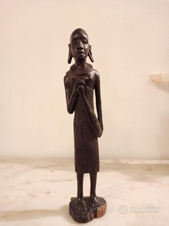 Statuetta donna africana