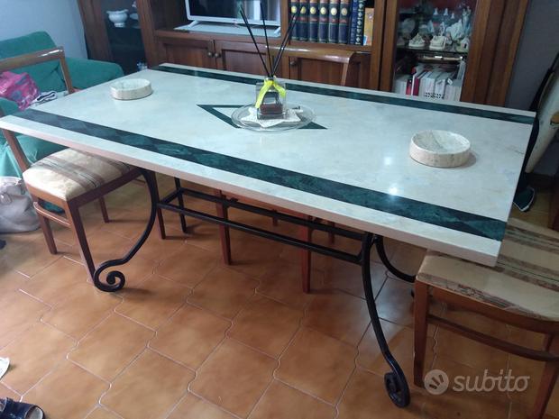 Tavolo di ferro battuto con piano in marmo