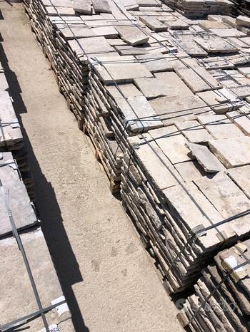 Basoli di pietra selezionate