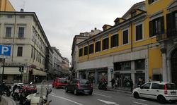 Piazza Goldoni - adiacente Mc Donalds
