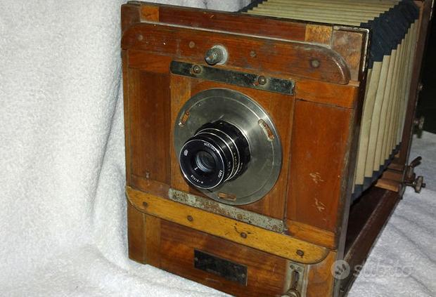 Fotocamera antica a soffietto FKD 13x18 in legno
