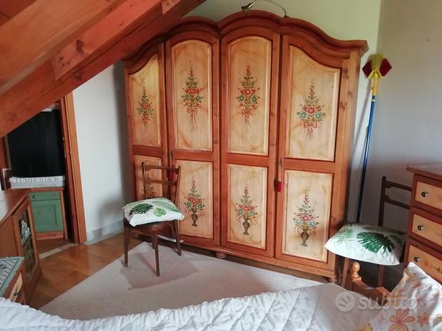 Camera legno massiccio dipinto
