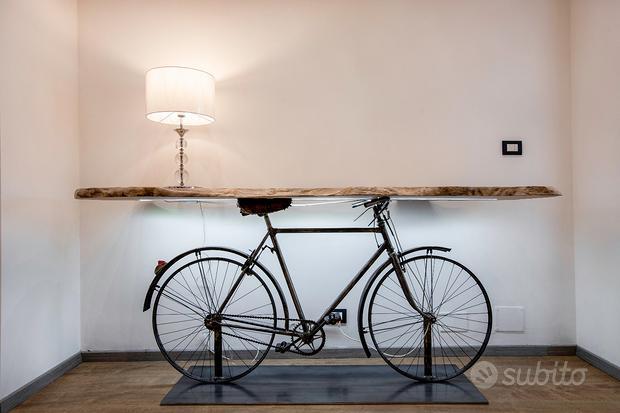 Bicicletta con piano in legno Arredo