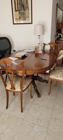 Tavolo in legno tondo allungabile e 5 sedie