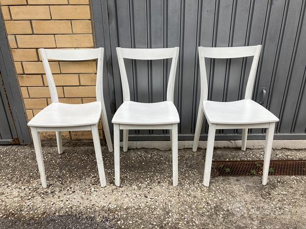 3 sedie in legno bianche