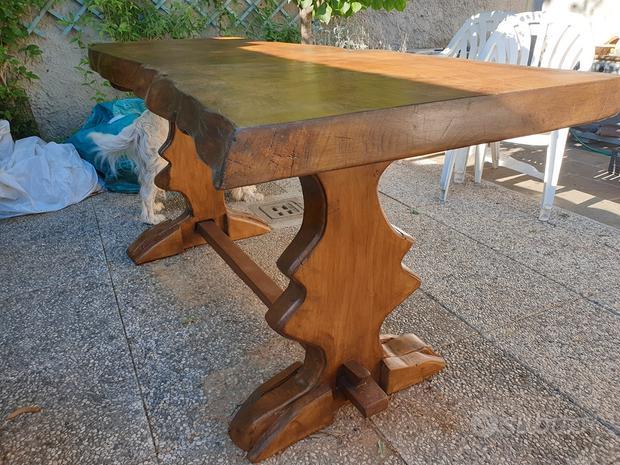 Tavolo fratino realizzato a man in cedro del Liban