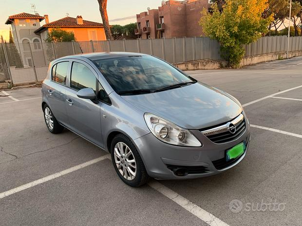 Opel corsa 1.2 gpl 2010