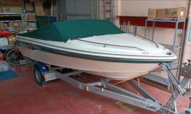 Motoscafo Sea Ray come nuovo con carrello