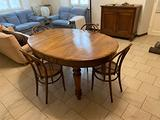 Tavolo di legno allungabile