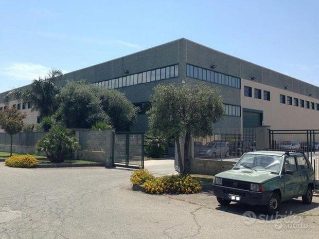 Capannone mq 3000 +Uffici + Ribalte + aree esterne