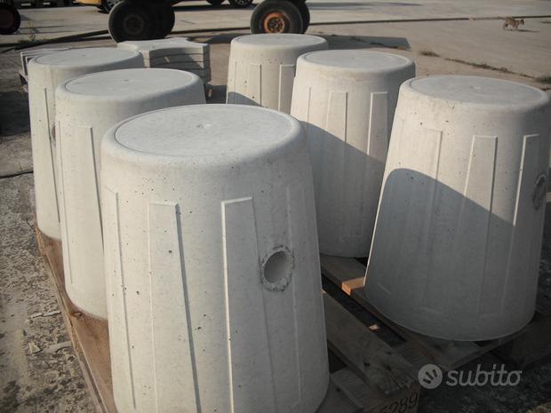 Dissuasori di sosta in cemento grigio