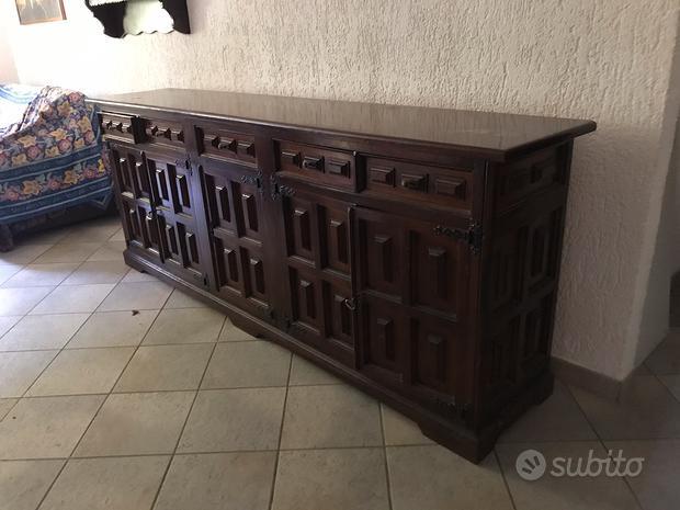 Mobile in legno massello per soggiorno