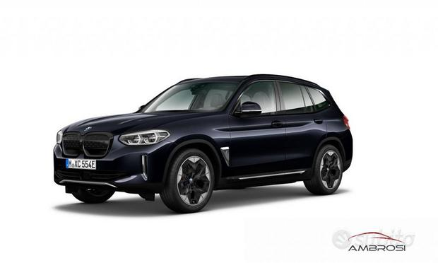 BMW iX3 Impressive Dark Shadow Pack