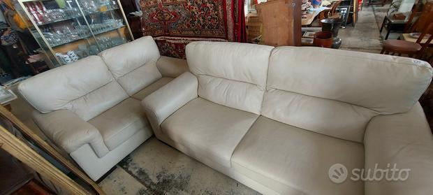 Coppia divani in pelle colore panna Poltronesofa