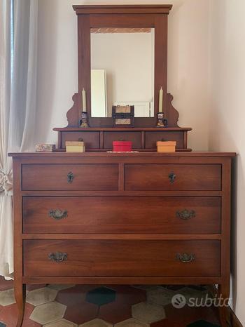 Cassettiera in legno con specchio