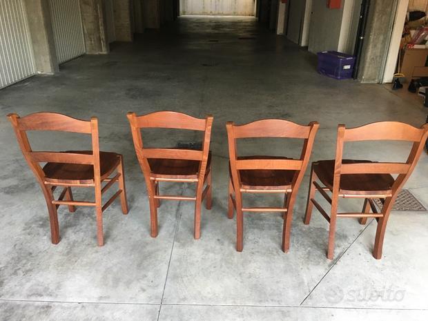 Quattro sedie in legno