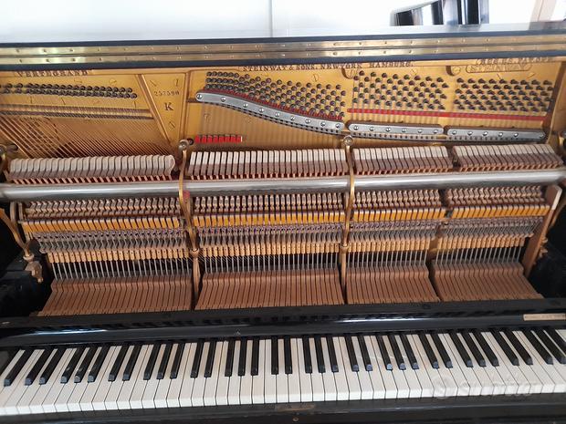 Pianoforte verticale Steinway & Sons