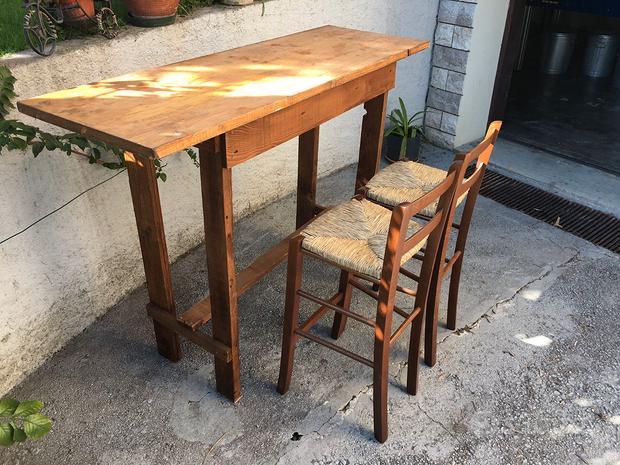 Tavolo e sgabelli in legno rustici artigianali