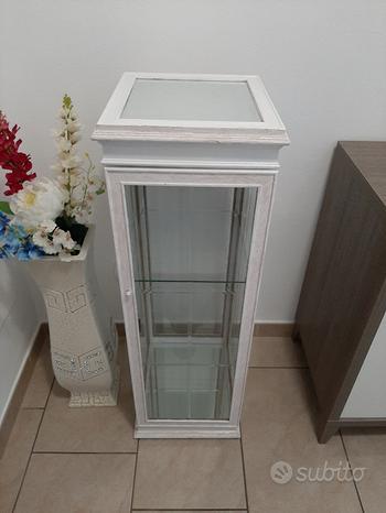 Armadietto bianco vetrato