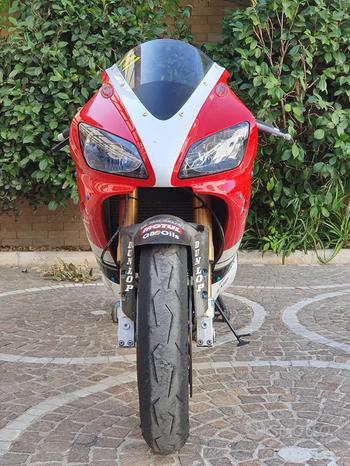 Yamaha r1 bianco-rossa anno 1999