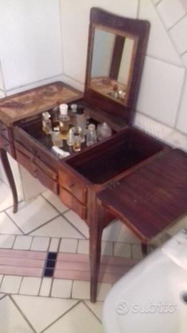 Toilette in legno antico