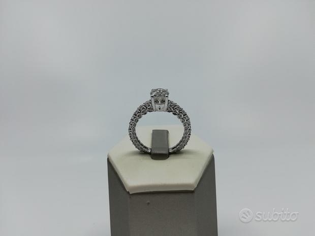 Anello in Oro Bianco con Diamanti 1, 75 CT Totale