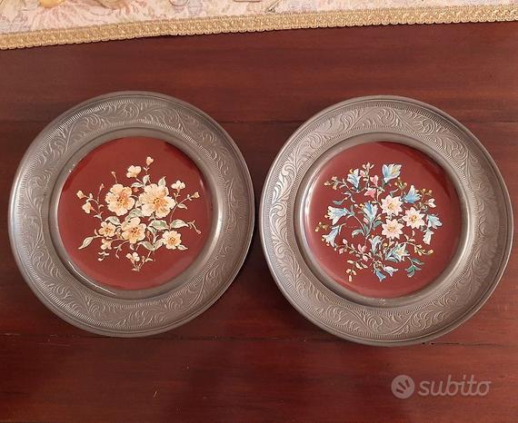 Piatto in peltro e ceramica dipinto a mano a fiori