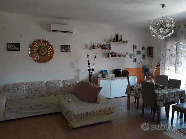 Appartamento al 3° piano, fronte Villaggio Coppola