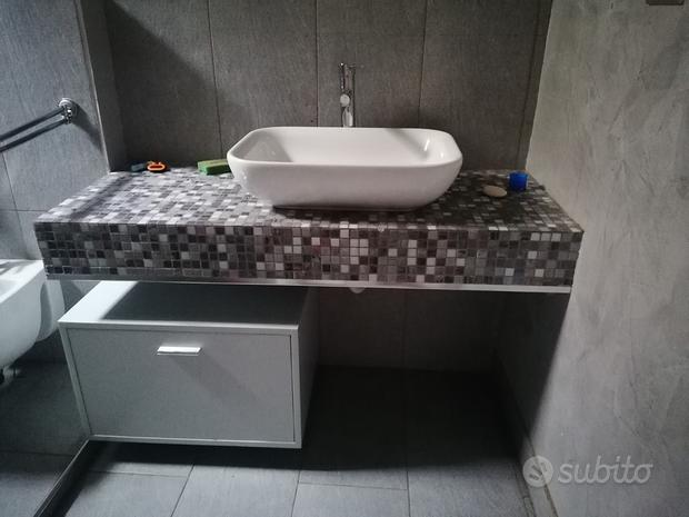 Mobile per bagno e lavabo da appoggio
