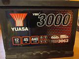 Batteria auto YUASA: 45 Ah, 12 volt