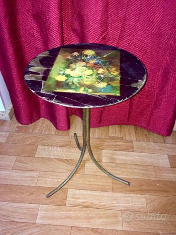 Tavolino da caffè the con piedi in ottone