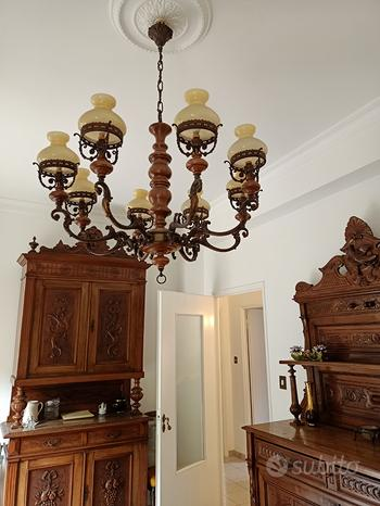 Camera da pranzo in legno antico