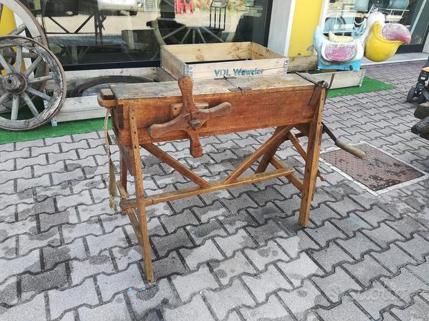 Vecchia attrezzatura per taglio tabacco o simili