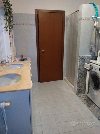 Piano in marmo per armadio bagno con lavabi