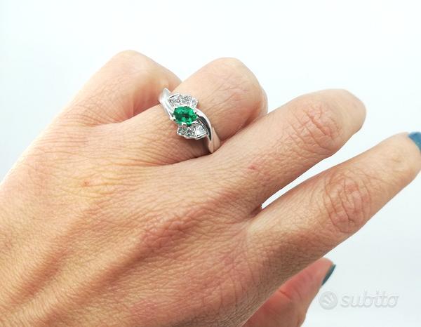 Anello in Oro 18 kt con Smeraldo 0,50ct e Diamanti