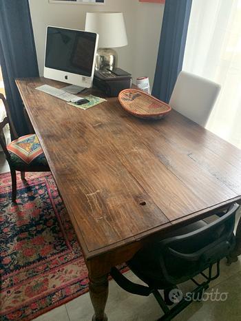 Se cerchi un tavolo antico in legno thailandese