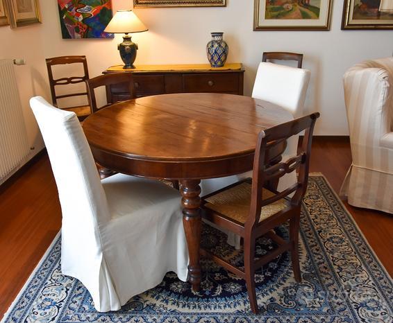 Tavolo rotondo antico in noce