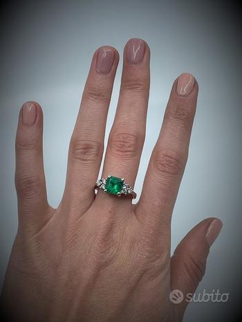 Anello in Oro 18 kt con Smeraldo 2,20 Ct/ Diamanti
